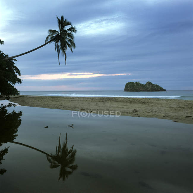 Idyllic view of beach and sea under at evening dusk — Stock Photo