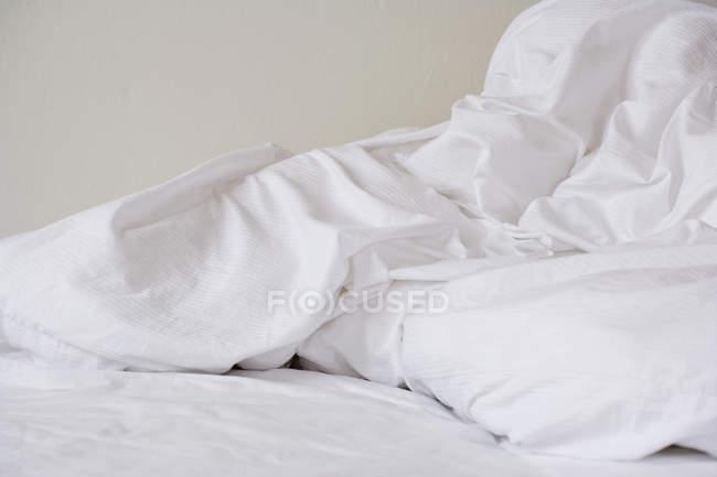 Nahaufnahme zerknitterter Bettlaken — Stockfoto