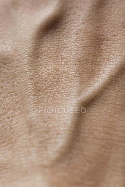 Extremo acercamiento de la piel de la mano humana - foto de stock