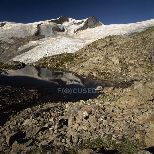 Vue aérienne du glacier et la montagne de Kleinvenediger, près de Matrei, Osttirol, Autriche — Photo de stock