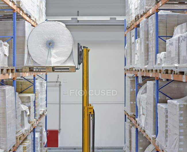 Intérieur de la salle de stockage papier — Photo de stock