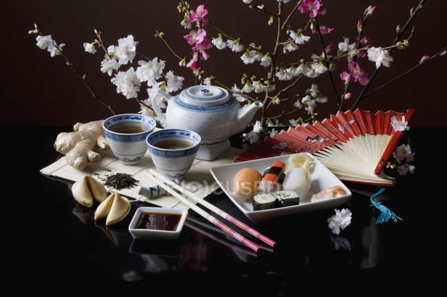 Stillleben der japanischen Küche am schwarzen Tisch — Stockfoto
