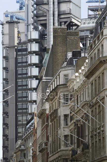 Außen Modern und Vintage Gebäudefassaden — Stockfoto