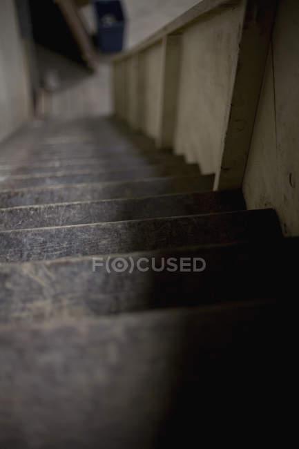 Vista de superfície de alto ângulo da passagem da escada — Fotografia de Stock