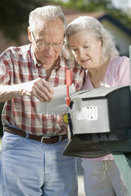 A senior couple checking the mailbox — Stock Photo