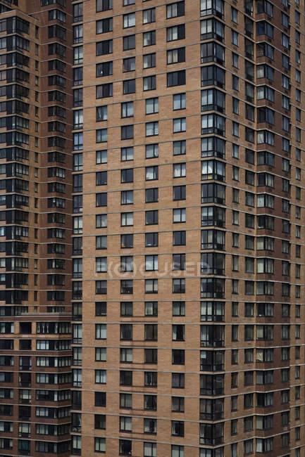 Повний кадр постріл високий rise будівництва фасадів — стокове фото