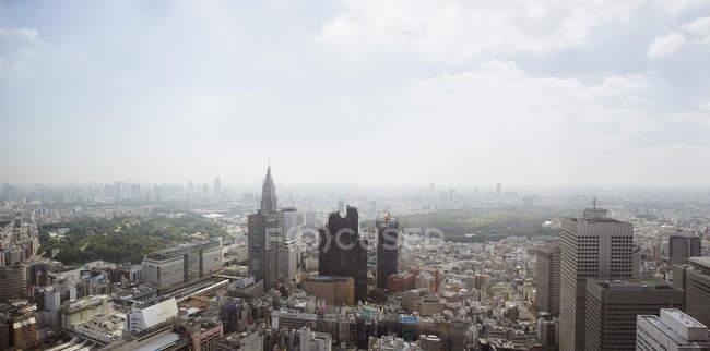 Aerial paysage urbain du centre-ville sur la journée ensoleillée — Photo de stock