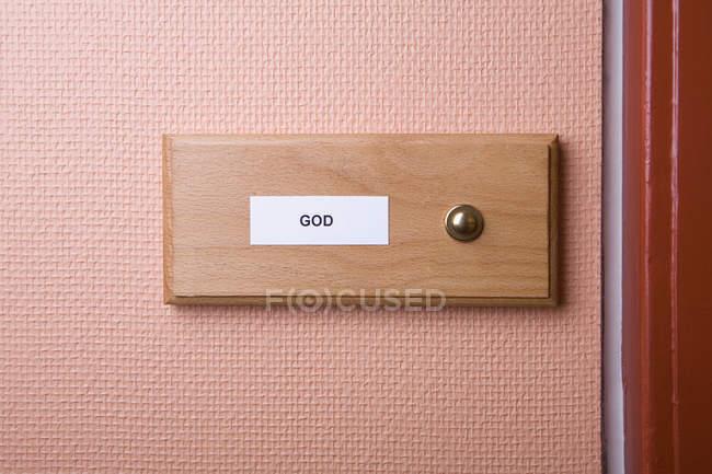 Nom de Dieu étiquette sur la plaque de sonnette — Photo de stock