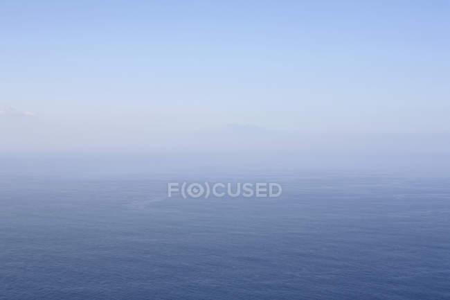 Seascape with foggy horizon over sea — Stock Photo