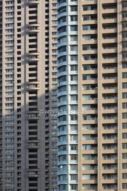 Vista exterior del cultivo de las fachadas de rascacielos - foto de stock