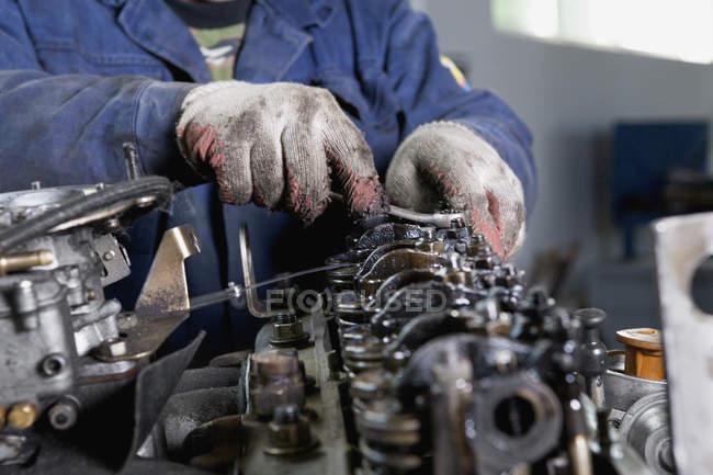 Midsection mechanic fixing vehicle engine — Stock Photo