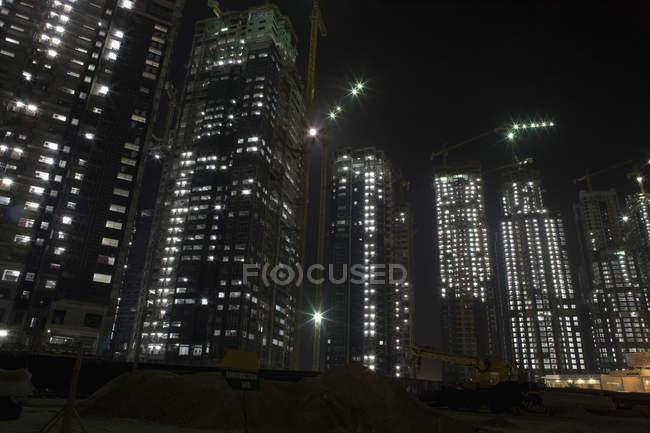 Хмарочоси, яка будується на ніч — стокове фото