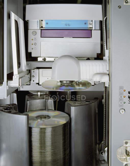 Vista de cerca de grabadora de DVD industrial - foto de stock