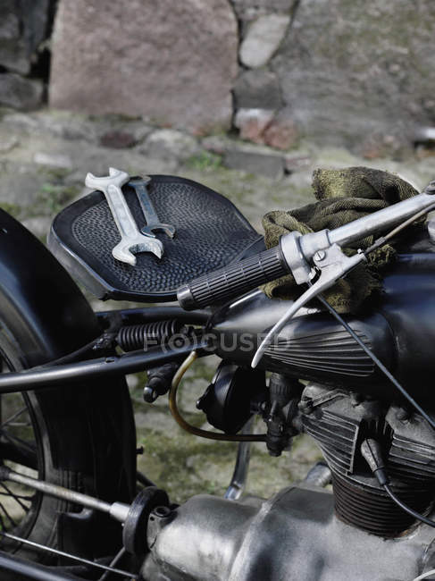 Vintage motorcycle with two wrenches on seat — Stock Photo
