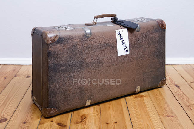 Old-fashioned suitcase with a 'wherever' luggage tag — Stock Photo