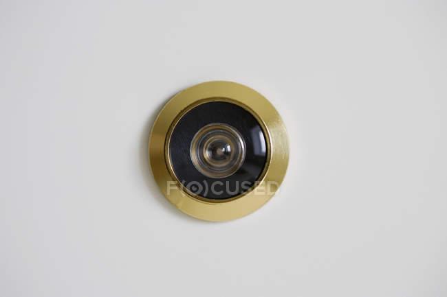 Крупним планом подання peephole двері — стокове фото