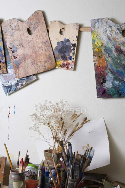 Interior of room with artist's palettes and paintbrushes — Stock Photo