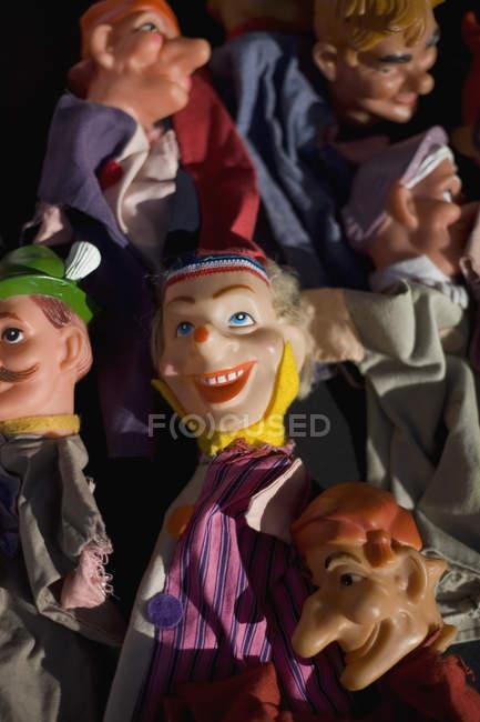 Полный кадр из различных кукол — стоковое фото