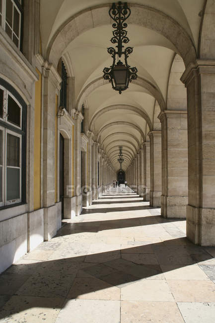 Exterior of arched corridor at ornate palace — Stock Photo