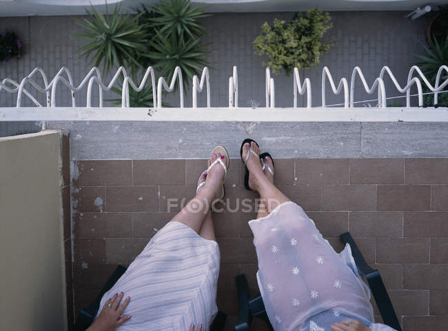 Two woman sitting on a balcony — Stock Photo