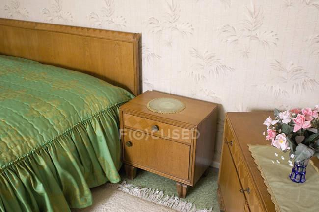 Vista interior da suite quarto kitsch — Fotografia de Stock