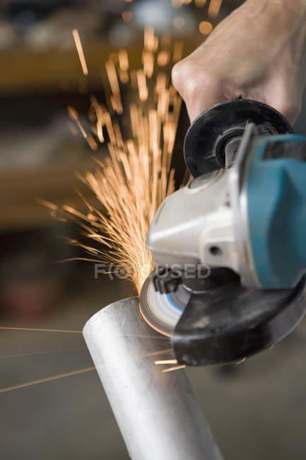 Crop male hands using circular saw — Stock Photo