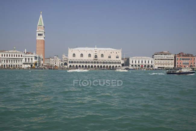 Венеція горизонті видно з моря на літній день — стокове фото