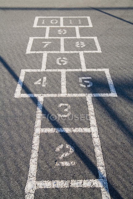 Hop scotch grid on sunlit asphalt — Stock Photo