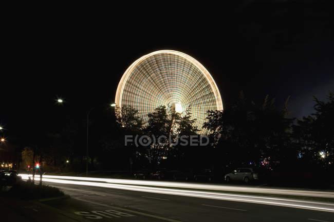 Tir longue exposition de la grande roue de nuit — Photo de stock