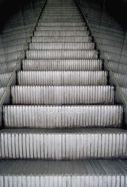 Full frame shot of empty escalator steps — Stock Photo