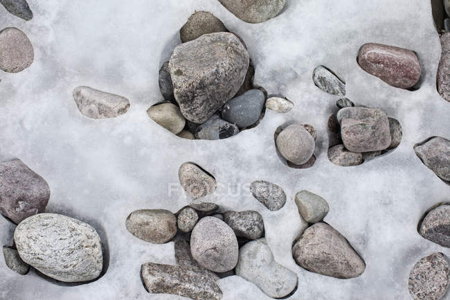 Patterns formed by ice over pebbles — Stock Photo