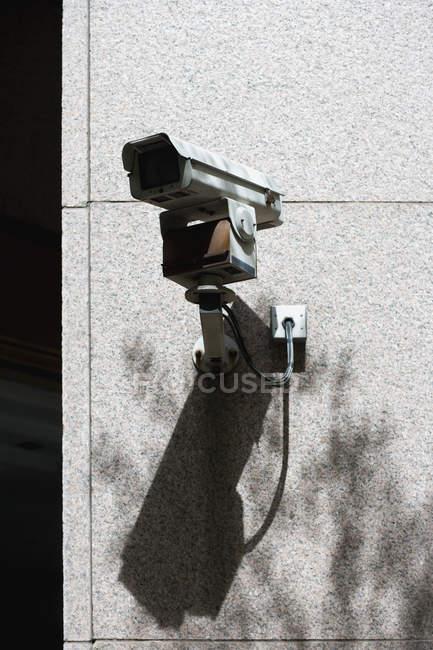Камеры наблюдения на фасад здания — стоковое фото