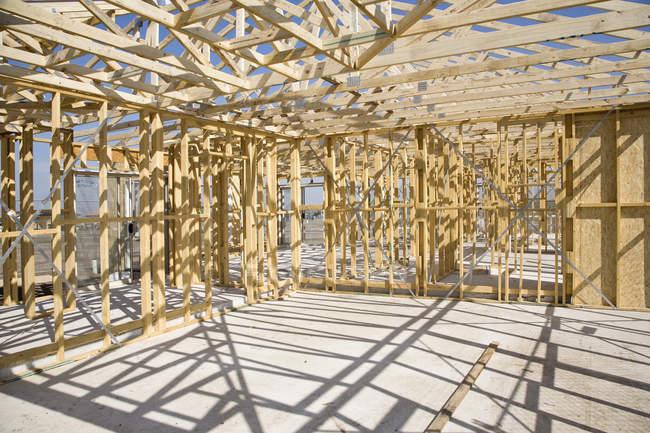 Baustelle mit Holzskelett für neues Zuhause — Stockfoto