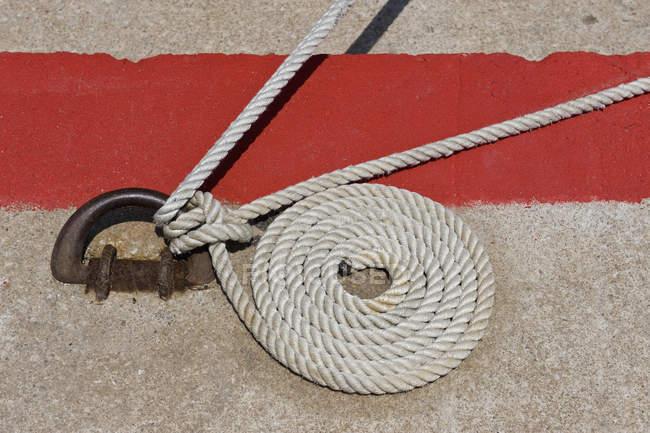 Крупним планом подання гарячекатаний морські мотузку — стокове фото