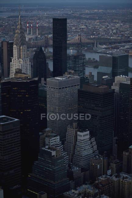 Vista para fachadas de edifícios arranha-céus — Fotografia de Stock