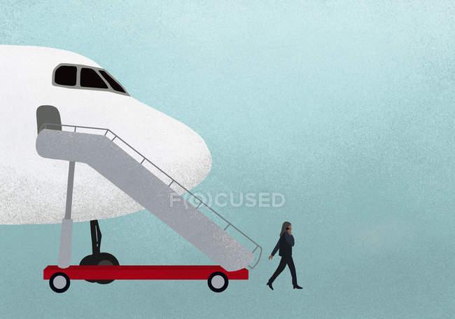 Illustration de femme d'affaires marche hors avion et parler au téléphone mobile sur fond bleu — Photo de stock