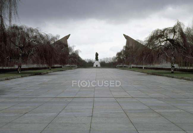 Vista di livello superficie vicolo al memorial — Foto stock