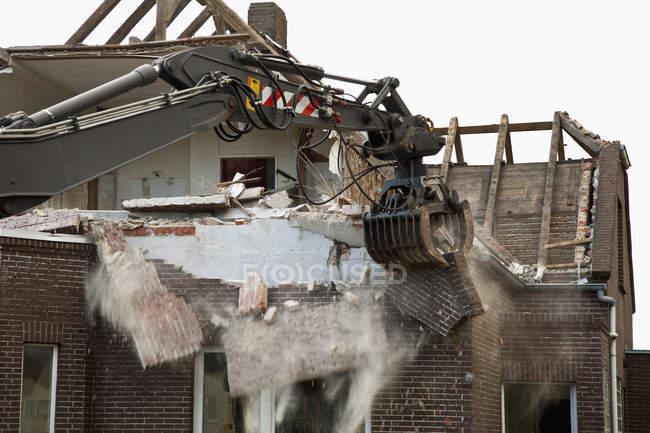 Exterior of abandoned house while demolishing — Stock Photo