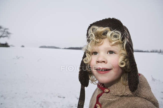 A boy outdoors in winter, head and shoulders, portrait — Stock Photo