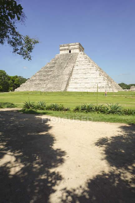 Зовнішній вигляд з майя піраміди сонячний день — стокове фото