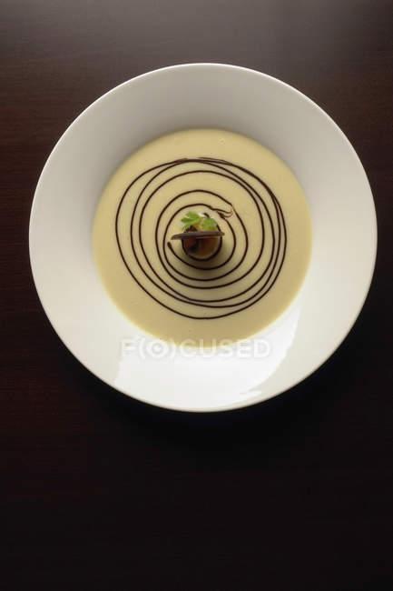 Прямо над подання для гурманів Панна Котта десерт на стіл — стокове фото