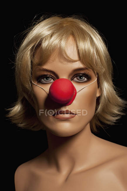 Mannequin wearing blond wig and clown's nose — Stock Photo