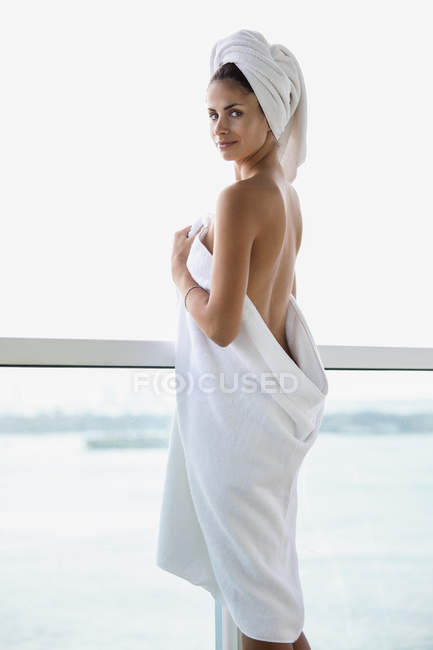 Woman looking at sea view from balcony — Stock Photo