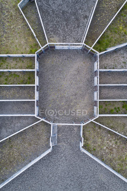 Drone view of built structure on grassy field — Stock Photo
