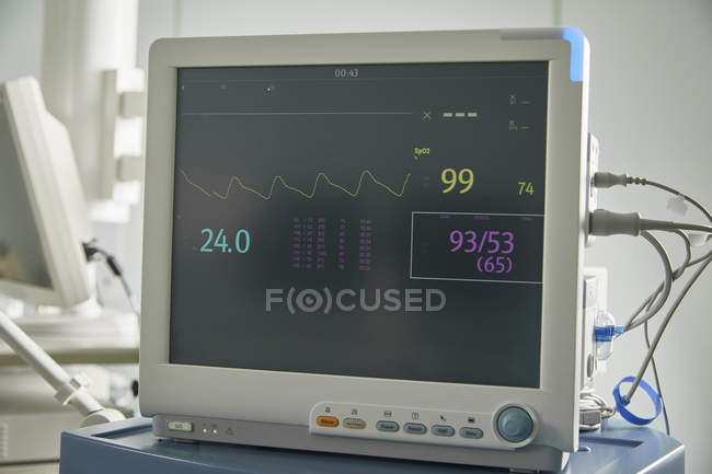 Monitoring equipment with medical data on screen in hospital ward — Stock Photo