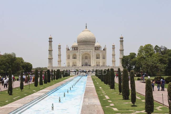 Außenseite des Taj Mahal gegen klaren Himmel an sonnigen Tag — Stockfoto