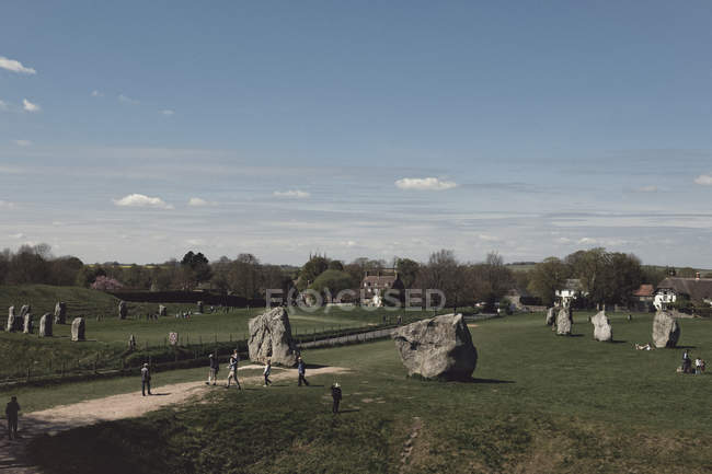 People visiting historic site of standing stones, Avebury, Wiltshire, United Kingdom — Stock Photo