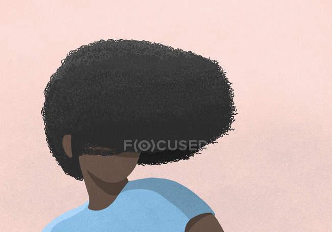 Afro visage couvrant femme sur fond rose — Photo de stock