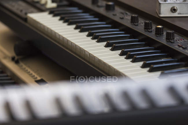 Close up piano keyboards and sound recording equipment — Stock Photo