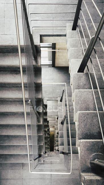 Blick von oben auf Betontreppen — Stockfoto